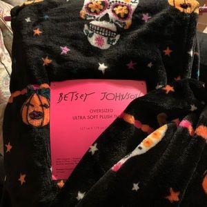 Betsey Johnson sugar skull Halloween soft blanket